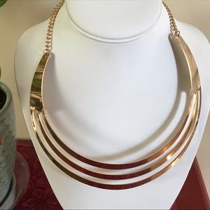 Jewelry - Huge chunky gold tone cut out bib collar necklace